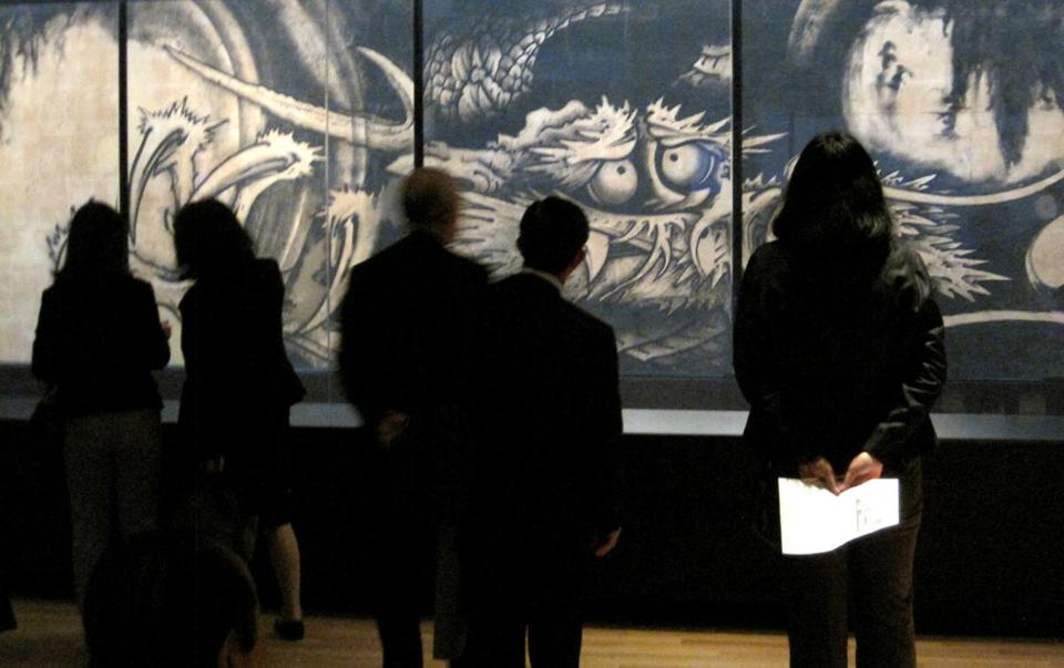 """Dragon and Clouds"" and other works are drawing crowds."