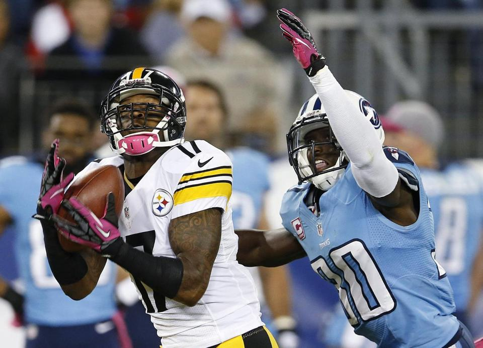 Speedy ex-Steelers receiver Mike Wallace now will be hauling in passes from Ryan Tannehill for the Dolphins.