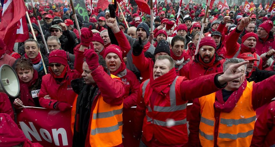 Union members demonstrated against pervasive unemployment outside an EU summit in Brussels Thursday.