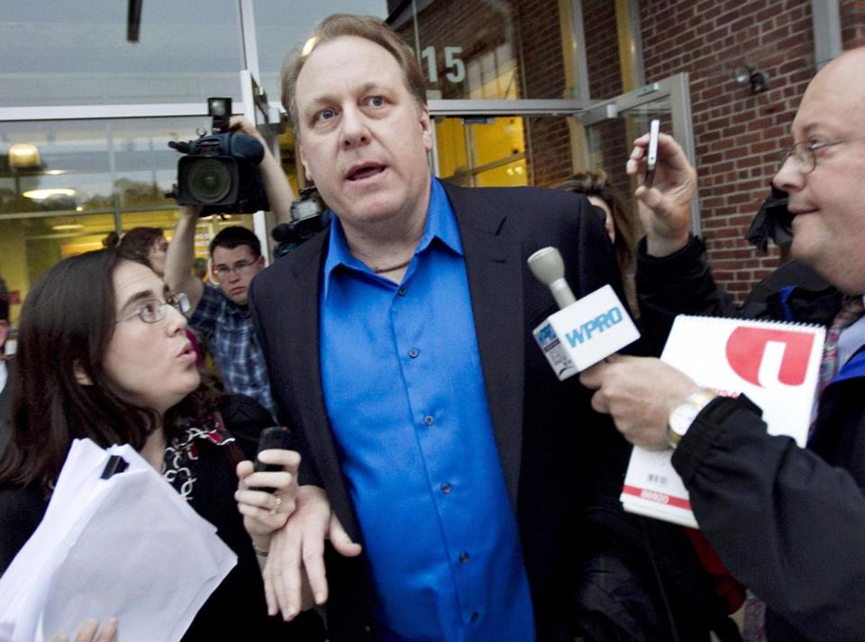Former Boston Red Sox pitcher Curt Schilling has accused Governor Lincoln Chafee of not doing enough to support Schilling's failed 38 Studios.