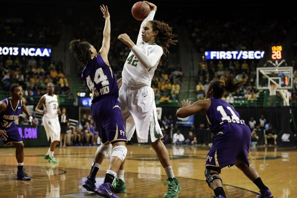Brittney Griner (center) had her usual montser game — 33 points, 10 rebounds, and a dunk — in Baylor's easy victory.