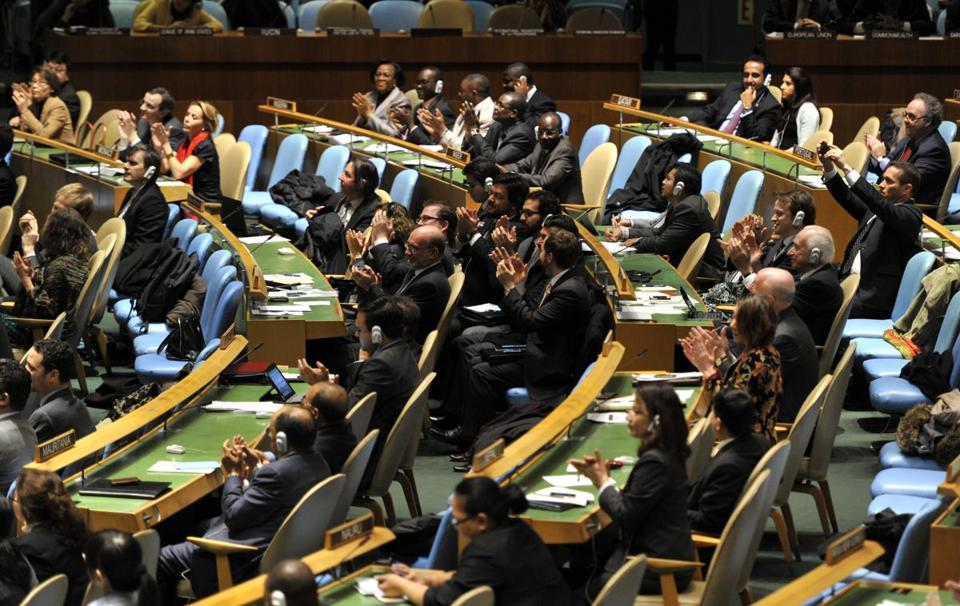 Delegates to the United Nations General Assembly applauded the passage of the first UN treaty regulating the international arms trade.