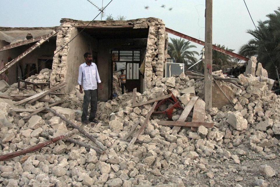 A man viewed the ruins in the hard-hit district of Shonbeh after a 6.1 magnitude quake struck southern Iran Tuesday.