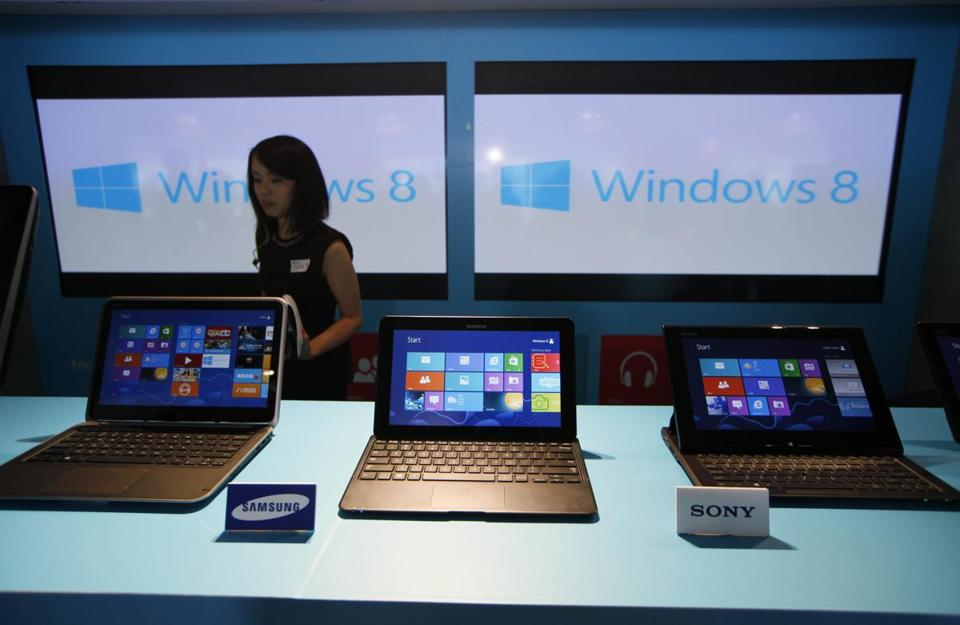 IDC said global PC shipments fell 14 percent in the first quarter as shoppers turned to smartphones and tablets.