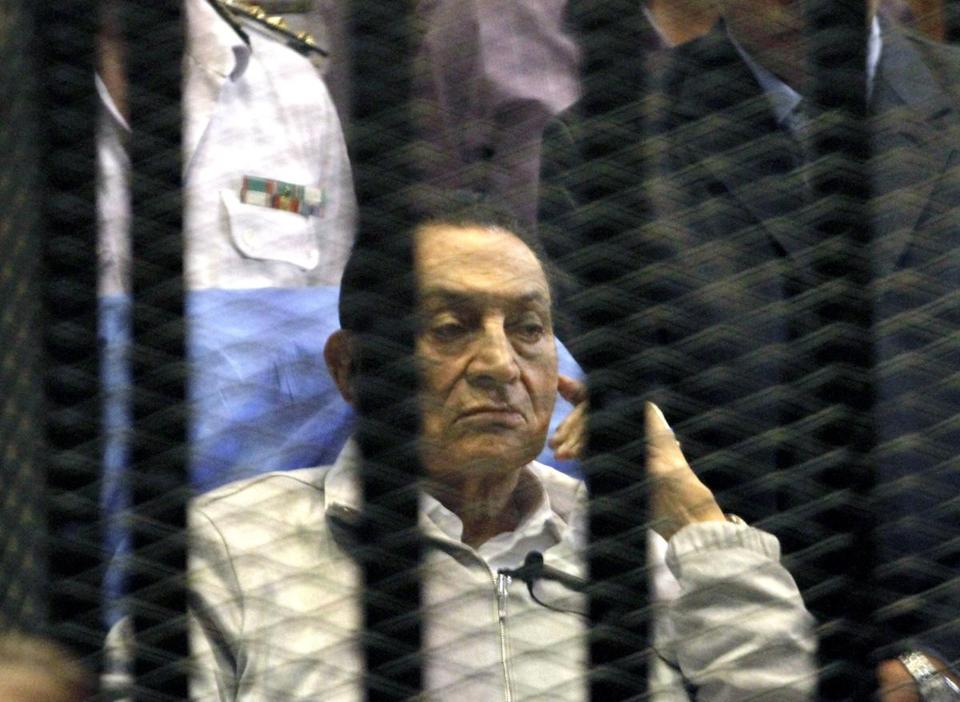 A court ordered Hosni Mubarak to be freed before his retrial over the killing of protesters.