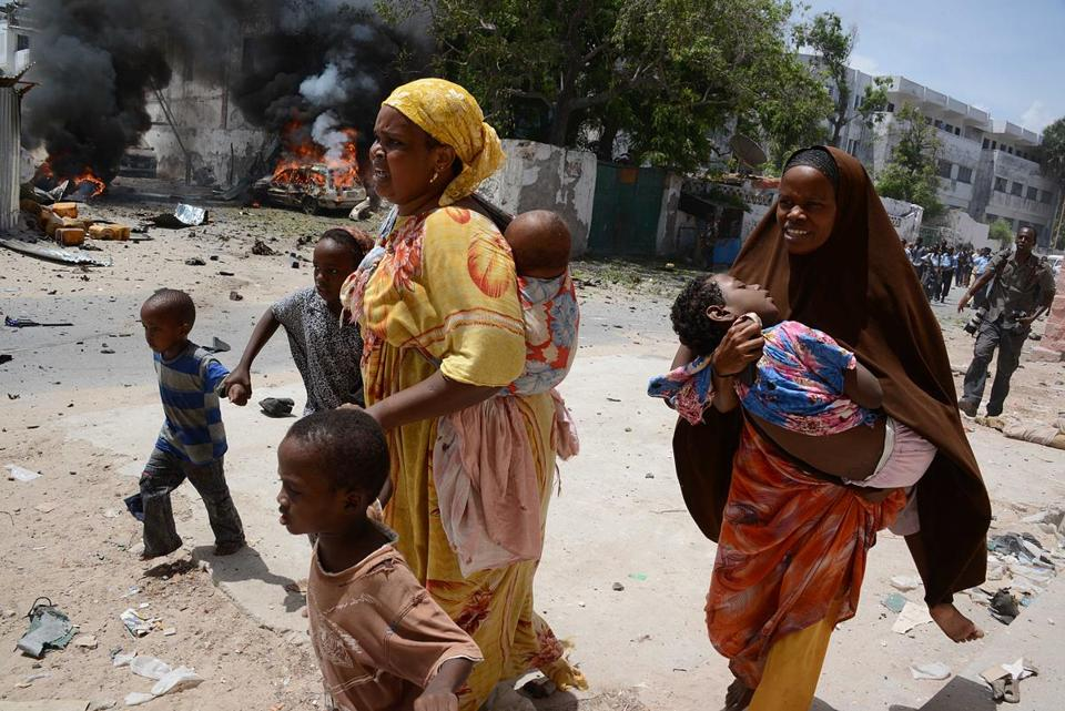 Somalis fled the area around the Supreme Court complex in Mogadishu on Sunday after extremists launched an attack.