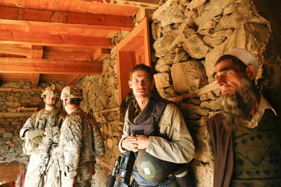 Tim Hetherington (center) is the subject of an HBO documentary that captures him working in Liberia, Libya, and more.