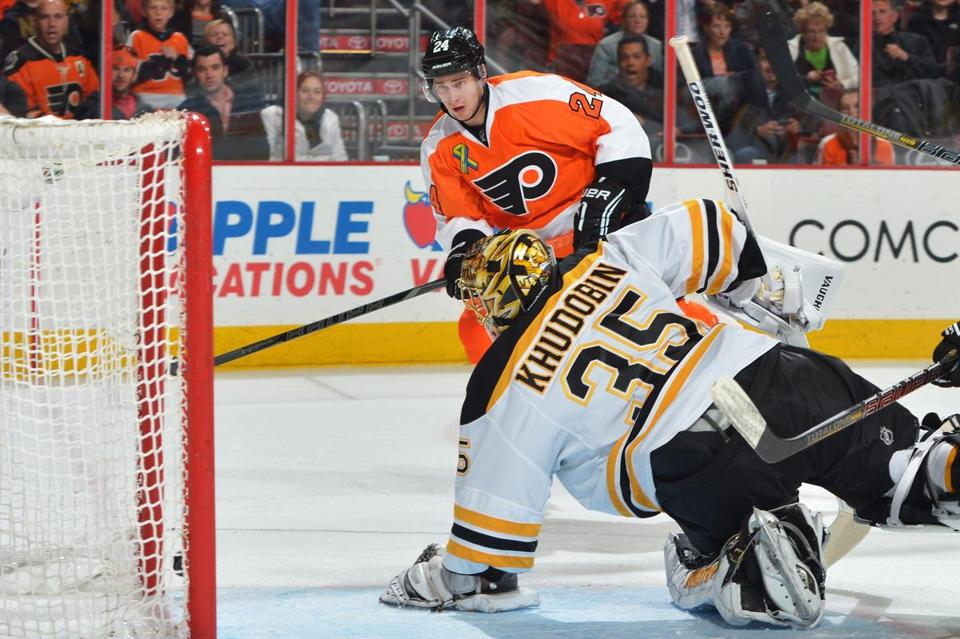 The Flyers' Matt Read shot the puck past Bruins goalie Anton Khudobin in the second period.