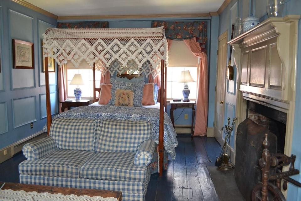 The Inn by the Bandstand has nine guest rooms with period woodwork and plush furnishings. Seven have working fireplaces.