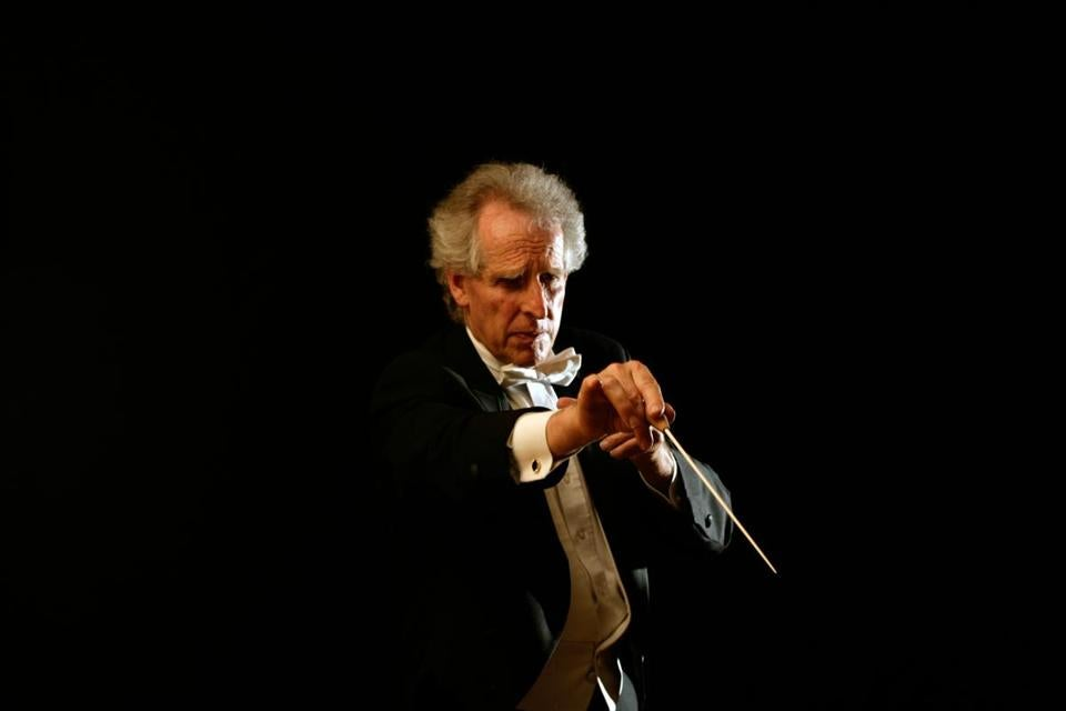 Conductor Benjamin Zander and the Boston Philharmonic Youth Orchestra will begin a tour of the Netherlands next month.