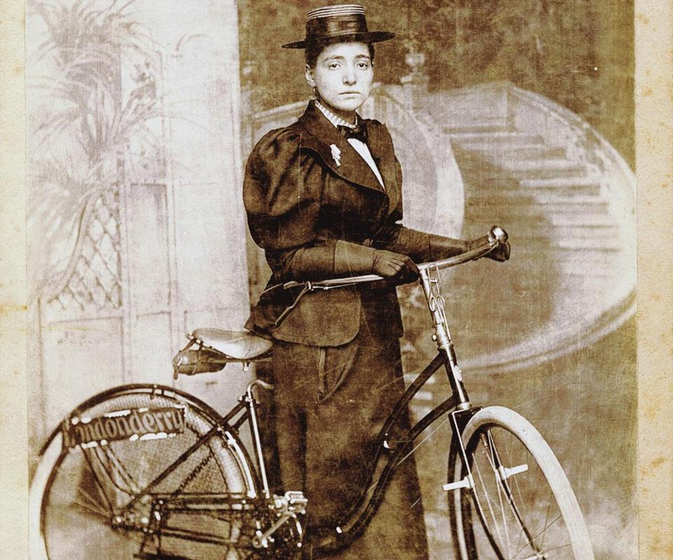 "Annie ""Londonderry"" Kopchovsky in 1894 with the Columbia bicycle she rode from Boston to Chicago."