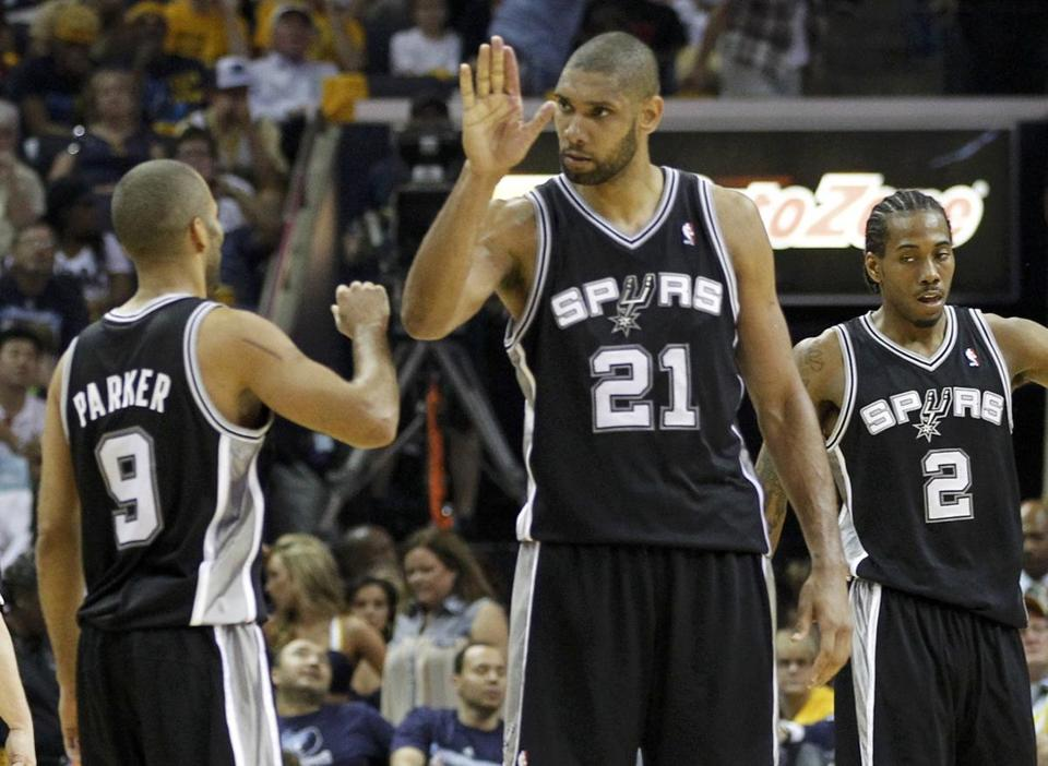 Tim Duncan celebrates with teammates after the Spurs outscored the Grizzlies, 18-7, in overtime in Game 3.