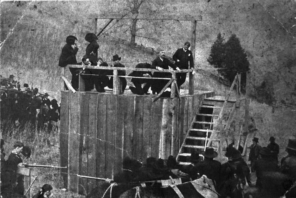 hatfield mccoy feud At this point, the hatfields decided to end the feud once and for all on new year's eve, 1888, cap hatfield and jim vance led a group of hatfield men to the mccoy family cabin and set fire.