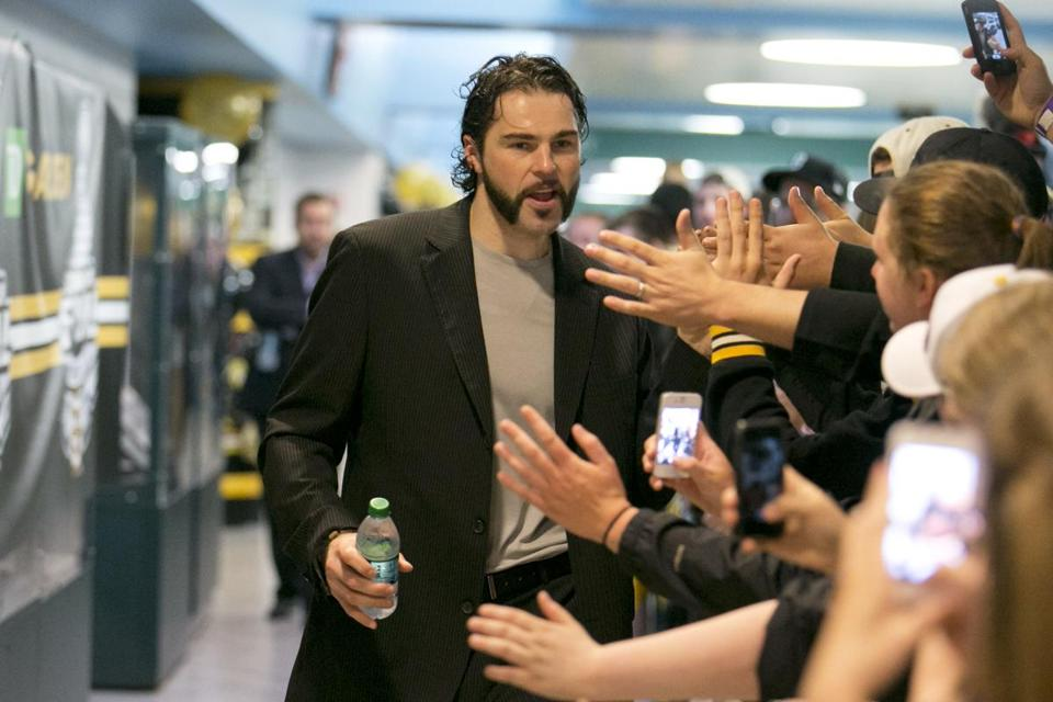Jaromir Jagr greeted fans before the Bruins left Boston on Tuesday.