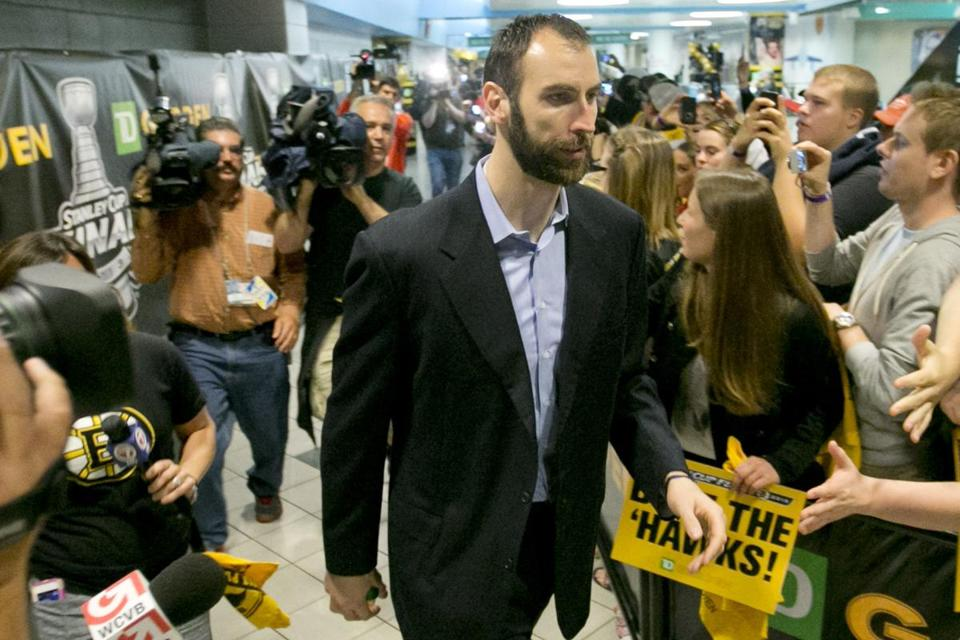 Bruins captain Zdeno Chara greeted fans who turned out to bid the Bruins goodbye on Tuesday.