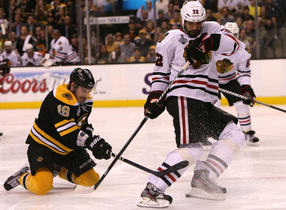 Tyler Seguin pesters the Blackhawks' Michal Rozsival during the third period.