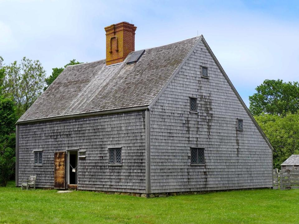 The Jethro Coffin House was built in 1686 as a wedding gift to him and Mary Gardner from their fathers.