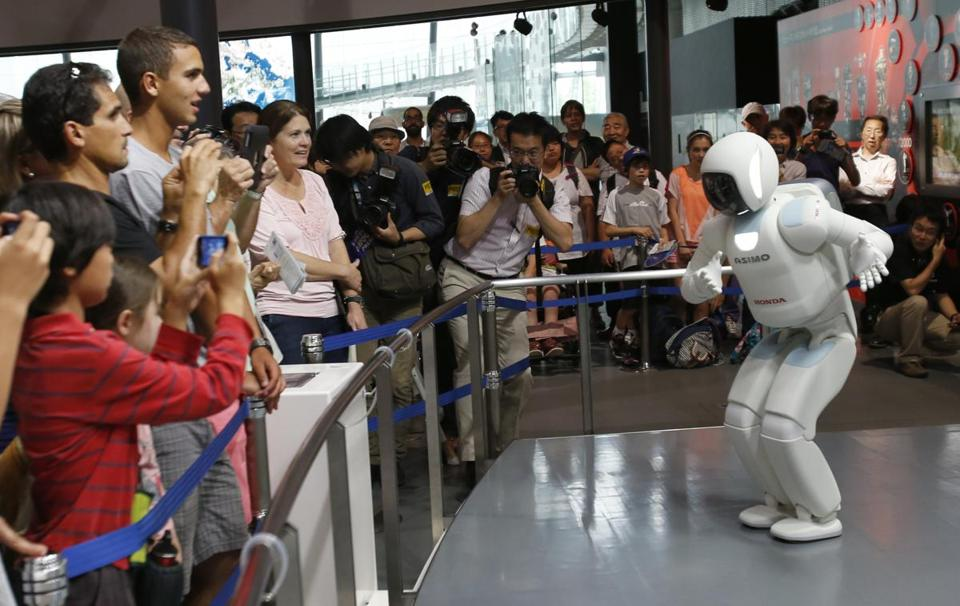 The Asimo robot ran into problems when it tried to function as a museum guide in a Tokyo demonstration.