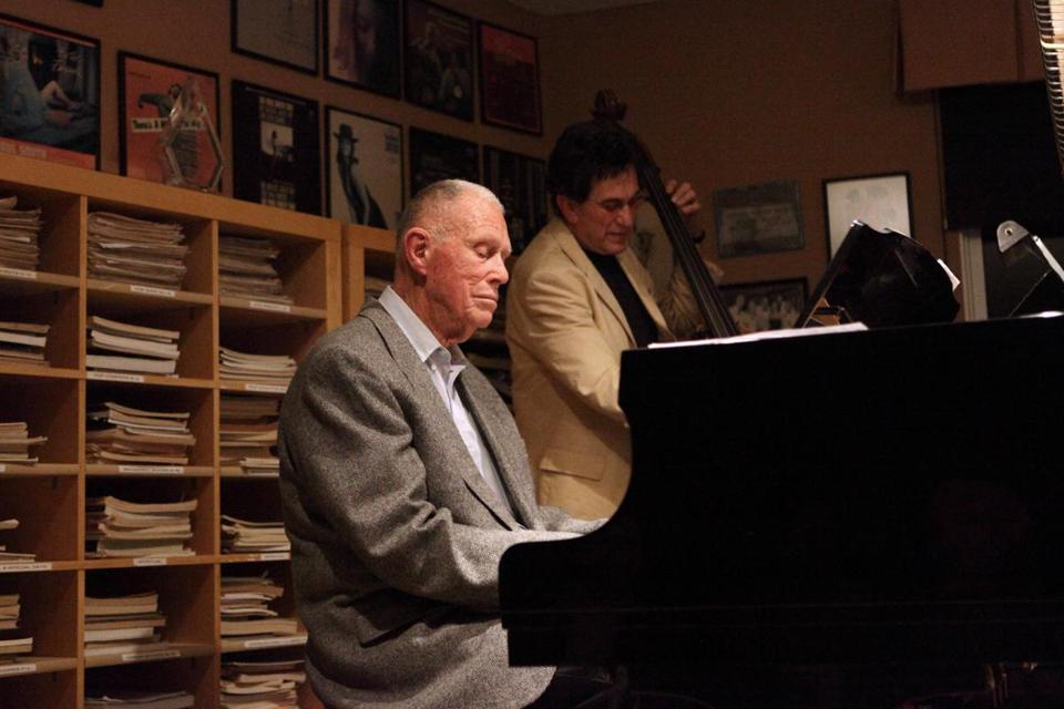 Jazz pianist Paul Smith, known for his lighthearted style, played piano at his home with bassist Jim De Julio in 2009.