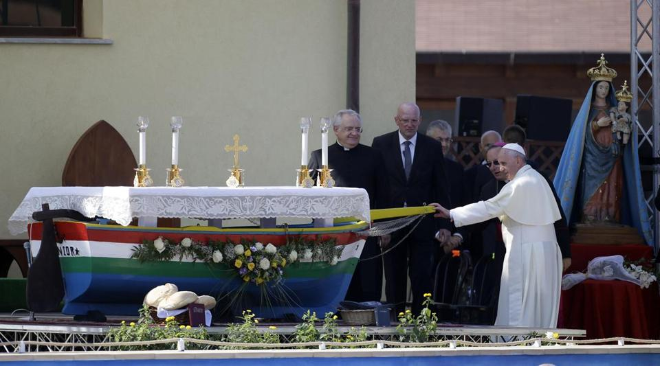 For Pope Francis's visit to the island of Lampedusa, an altar was crafted from a boat used by migrants.