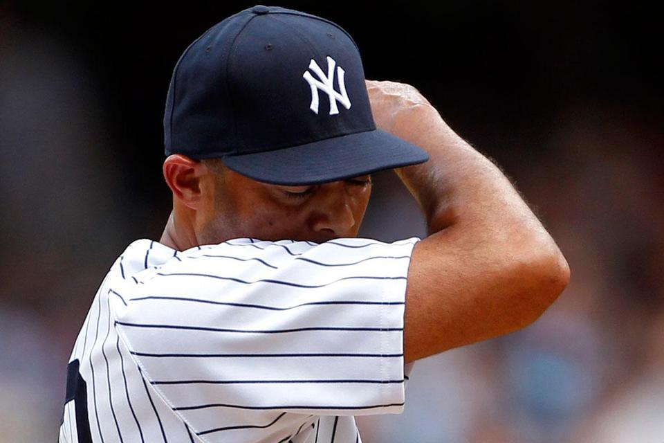 Mariano Rivera reacts to a blown save courtesy of an Adam Jones home run.
