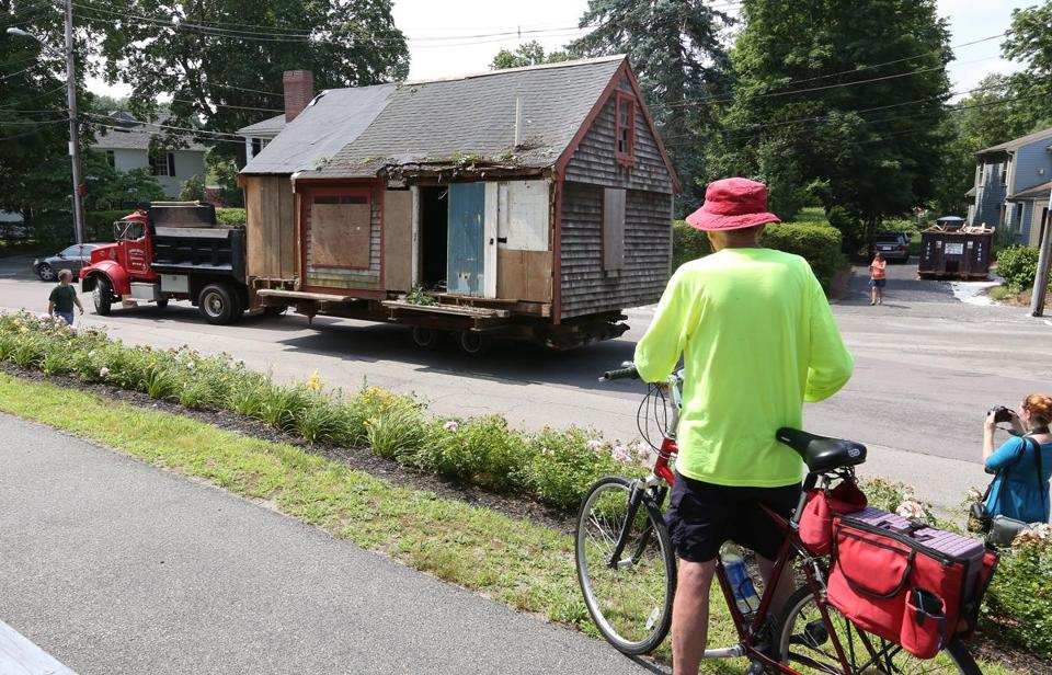 The slow journey to transport a 17th-century munitions depot from Fort Hill Street to Lincoln Street in Hingham drew curious spectators.