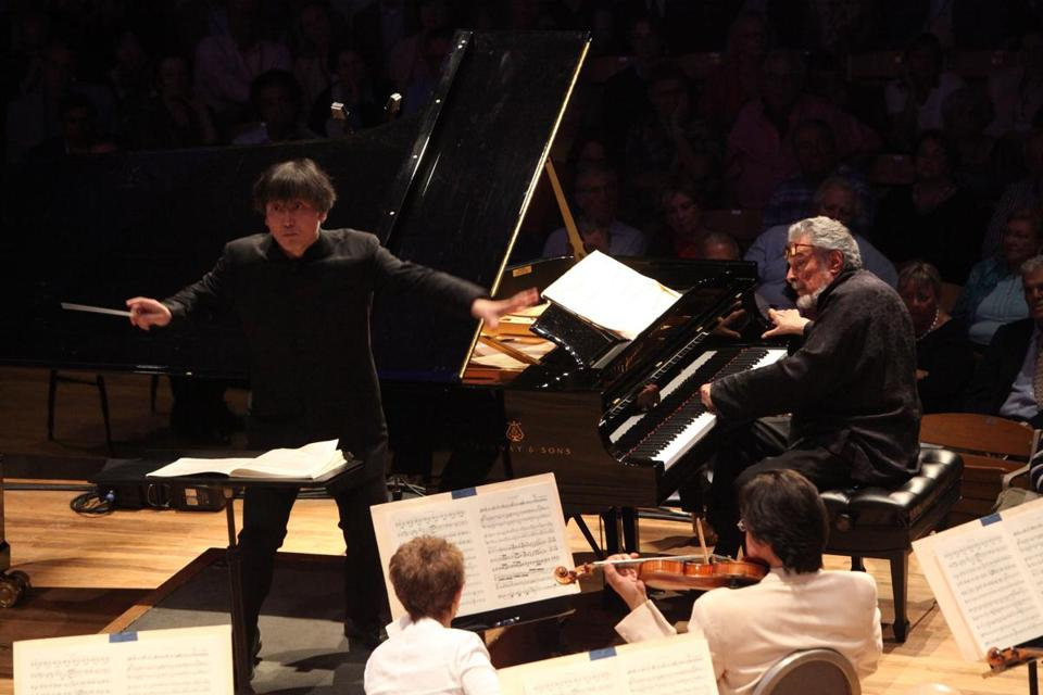 Pianist Leon Fleisher performing with conductor Kazushi Ono and the Boston Symphony Orchestra at Tanglewood on Friday.