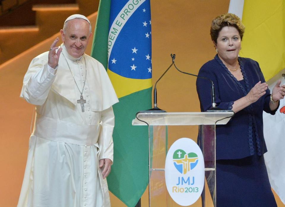 Frenzied crowds greet pope francis in brazil the boston globe pope francis is welcomed by the president of brasil dilm rousseff in rio de janeiro m4hsunfo