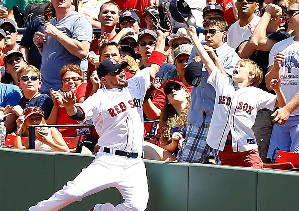 Shane Victorino held a little impromptu meet-and-greet with some of the 37,611 Fenway Faithful in Sunday's game.