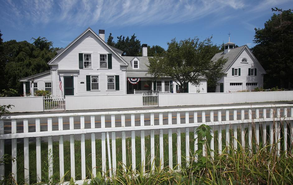 This house has beckoned Cape Cod visitors since the mid-19th century.