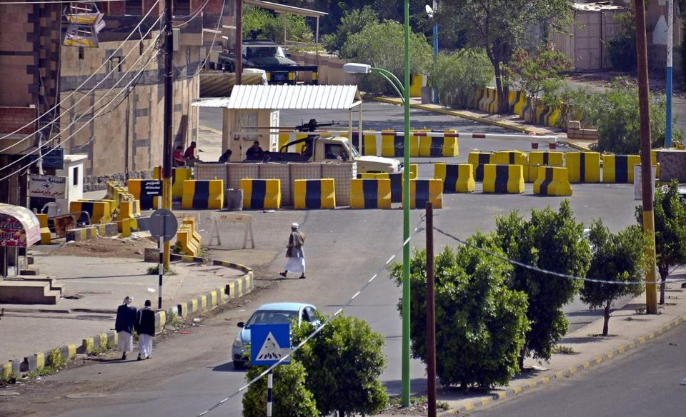 Yemeni security forces stood behind barriers blocking the access to the US Embassy in Sanaa, Yemen, Sunday.