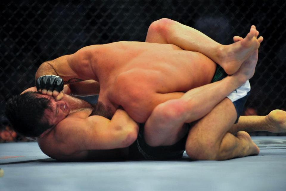 Chael Sonnen (bottom) won the main event of UFC Fight Night 26 after Mauricio Rua tapped out in the opening round.