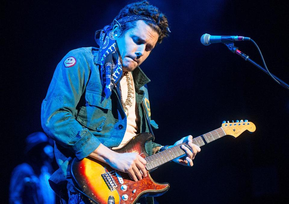 John Mayer performing Saturday at the Comcast Center, where he covered a wide range of musical styles with ease.