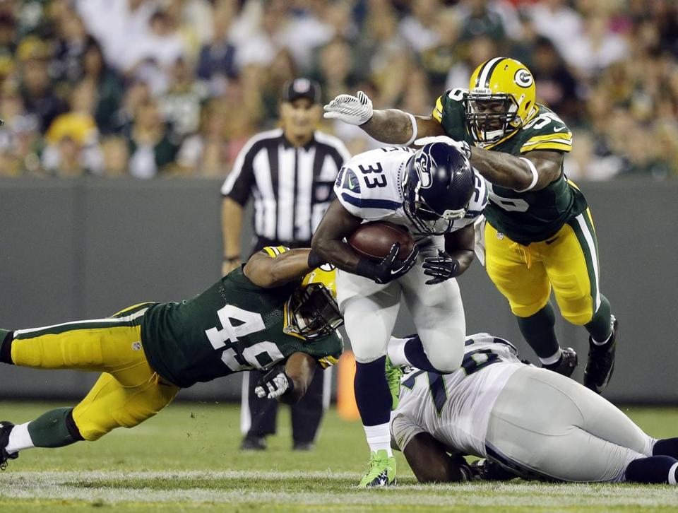 Christine Michael (33) ran for 97 yards and a touchdown to help Seattle top Green Bay.