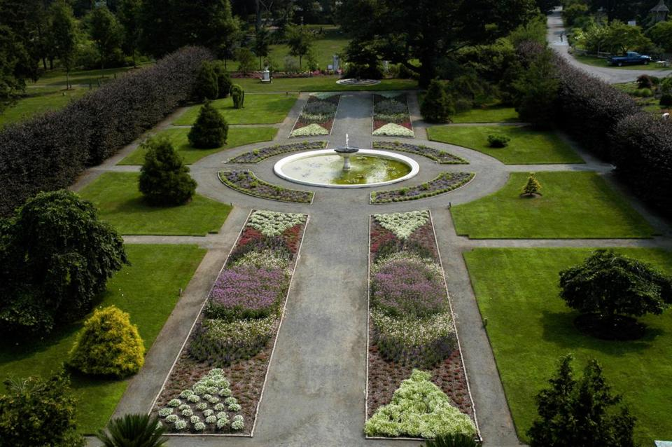 "The Italianate Garden at Elm Bank Reservation in Wellesley will be the location of a fund-raising garden party that will have guests dressing like characters in  ""Downton Abbey."""