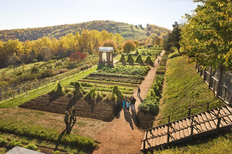 Superb Thomas Jeffersonu0027s Vegetable Garden Overlooks The Piedmont Countryside.