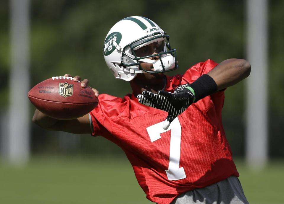 Geno Smith is set to lead the Jets against Tampa on Sunday.