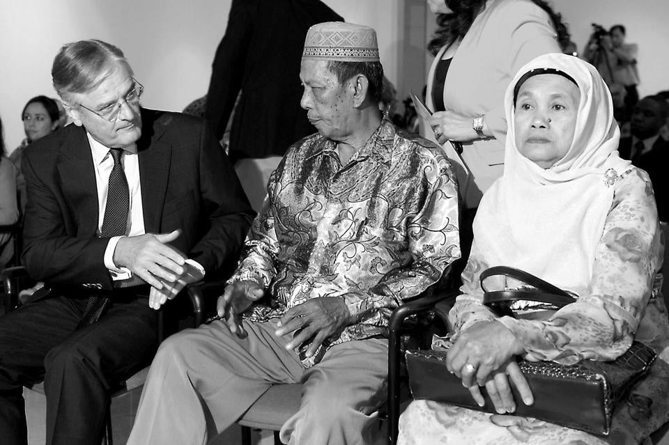 Tjeerd de Zwaan (left), Dutch envoy to Indonesia, met on Thursday with relatives of victims of mass executions by the Dutch army in the former colony of  Indonesia.