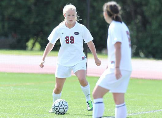 Emily Lydon plays for MIT.