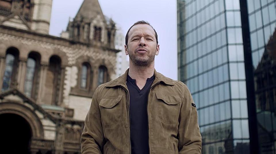Donnie Wahlberg standing in Copley Square in the new FiOS commercial.