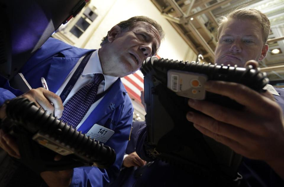 Traders worksedon the floor of the New York Stock Exchange on Monday.