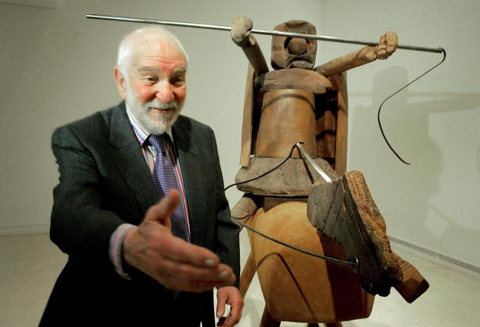 Anthony Caro with one of his works at the Valencian Institute of Modern Art in Spain.