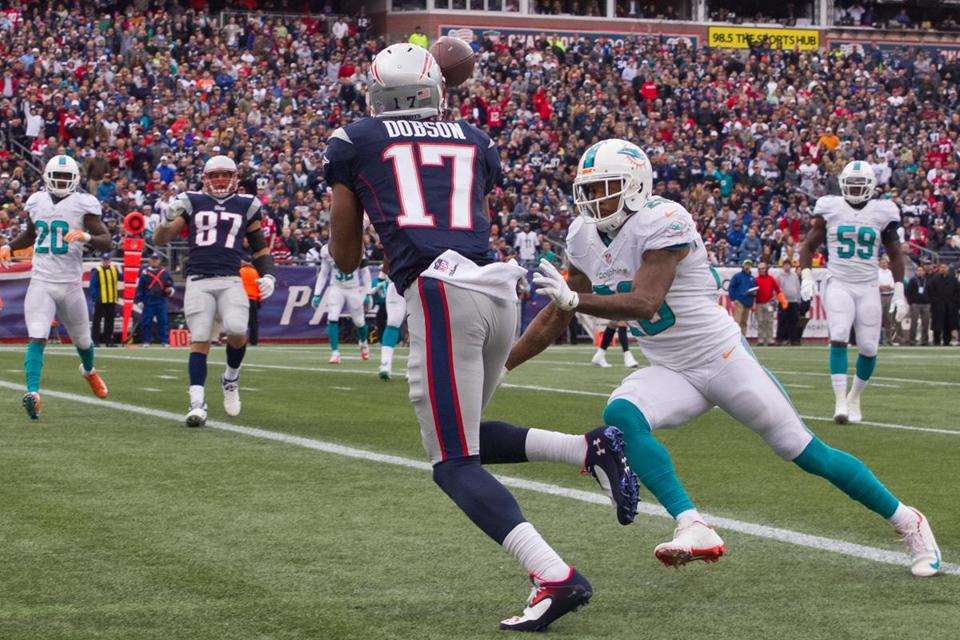 Patriots receiver Aaron Dobson hauls in a 14-yard touchdown pass after beating Dolphins cornerback Nolan Carroll in the third quarter.