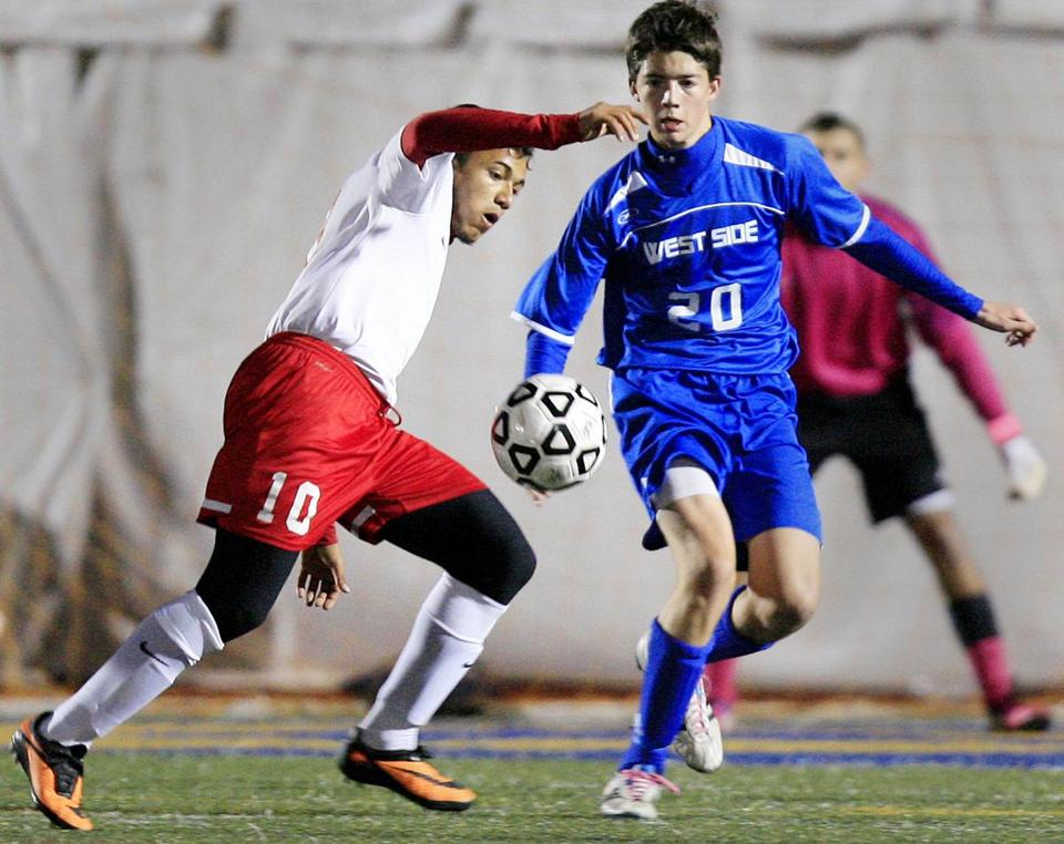 Somerville's Thayrone Miranda (10) led his team to the Division 1 state title game.