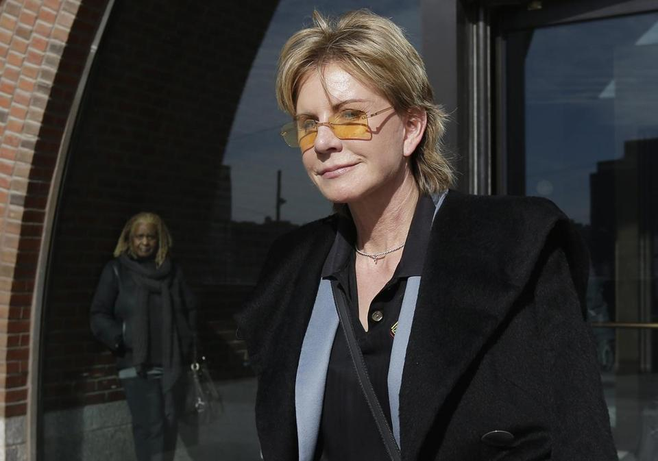 "Patricia Cornwell packs 24 hours of action into her 21st Scarpetta novel, ""Dust."""
