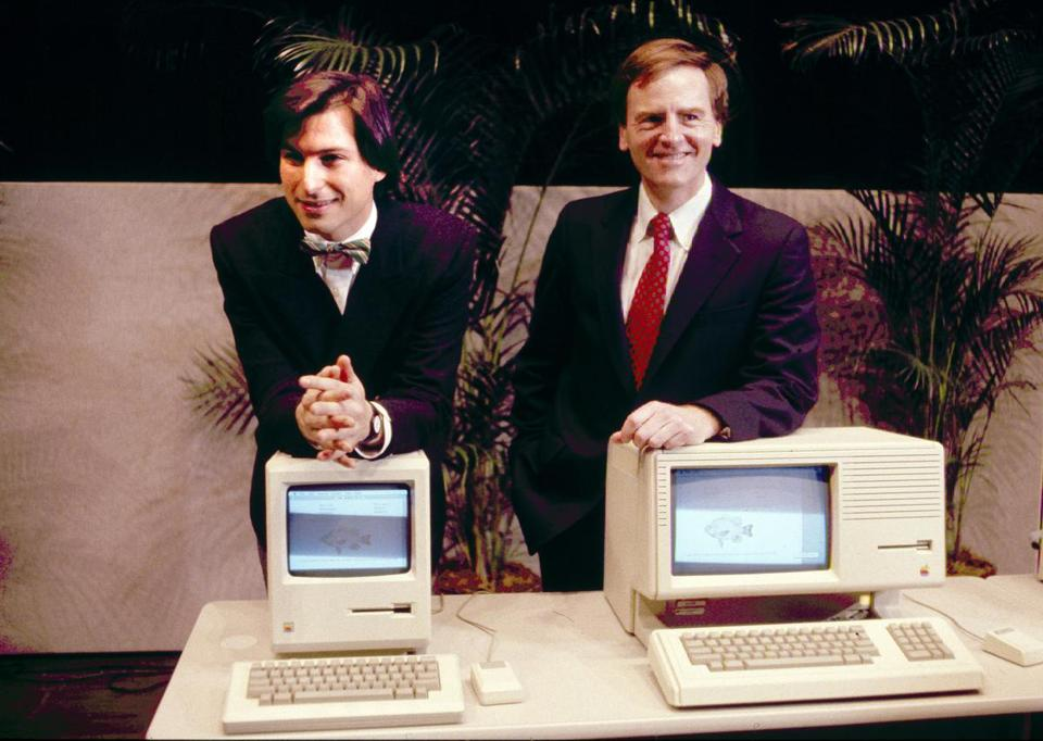 In January 1984, Apple CEO Steve Jobs and president John Sculley debuted the new Macintosh desktop computer.
