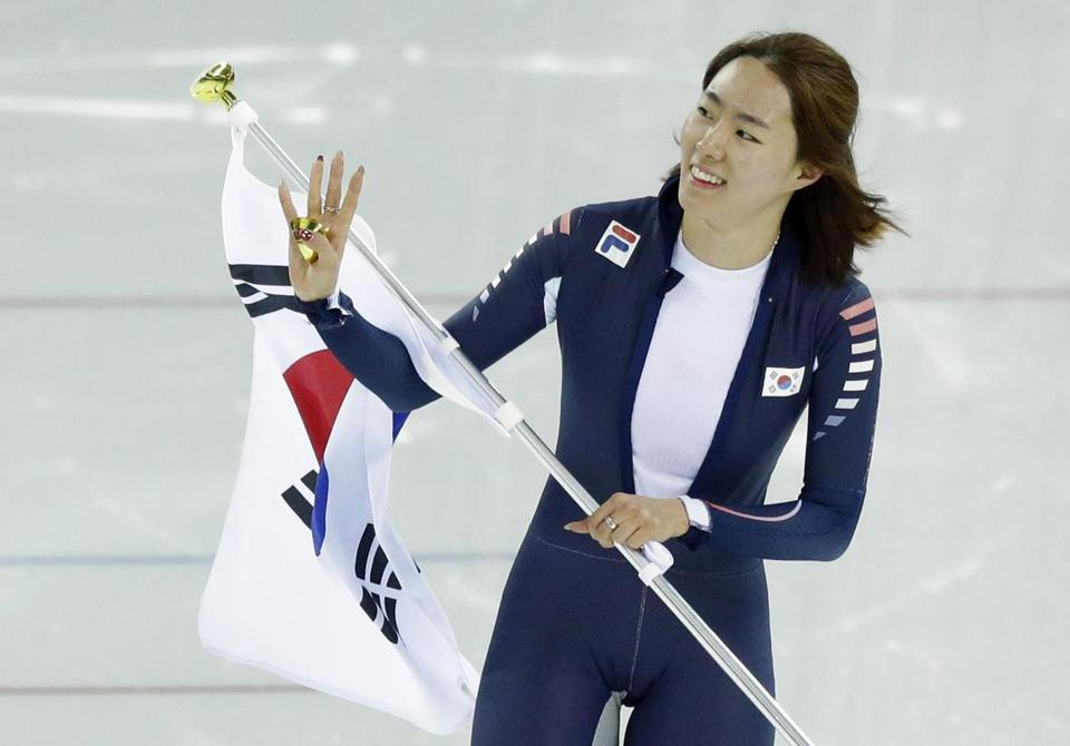 Lee Sang-hwa won her second straight Olympic gold in speedskating's 500 meters.