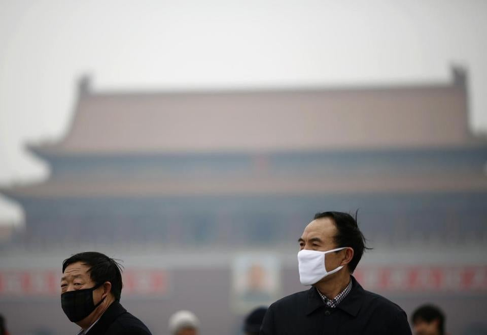Last year, more than 100 cities in China had an average of 29.9 smoggy days, a 52-year high, according to a newspaper.
