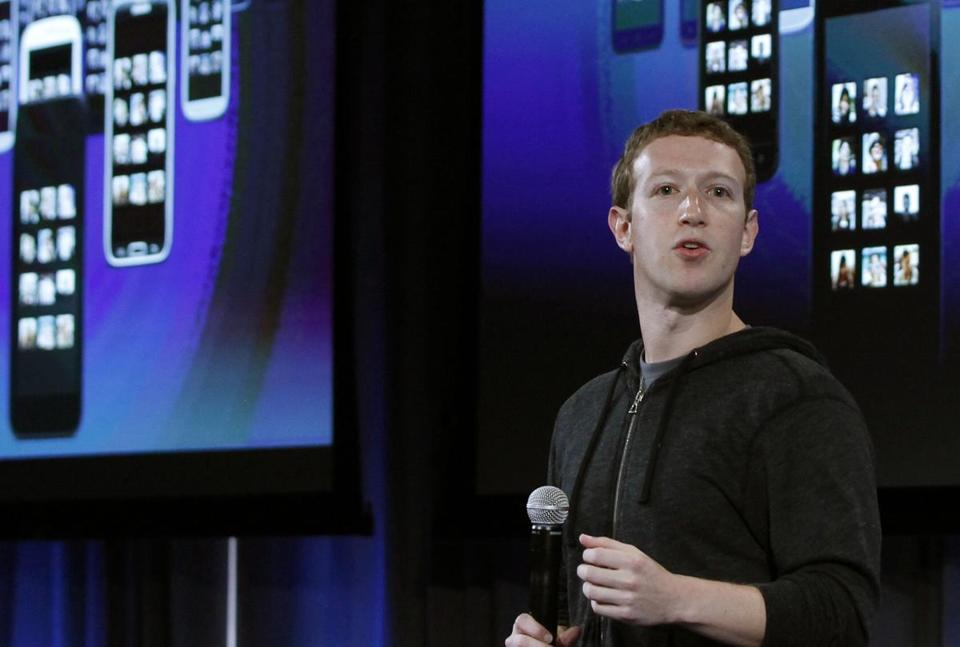 Facebook CEO Mark Zuckerberg said the mobile messaging service WhatsApp is on a path to reach 1 billion users.