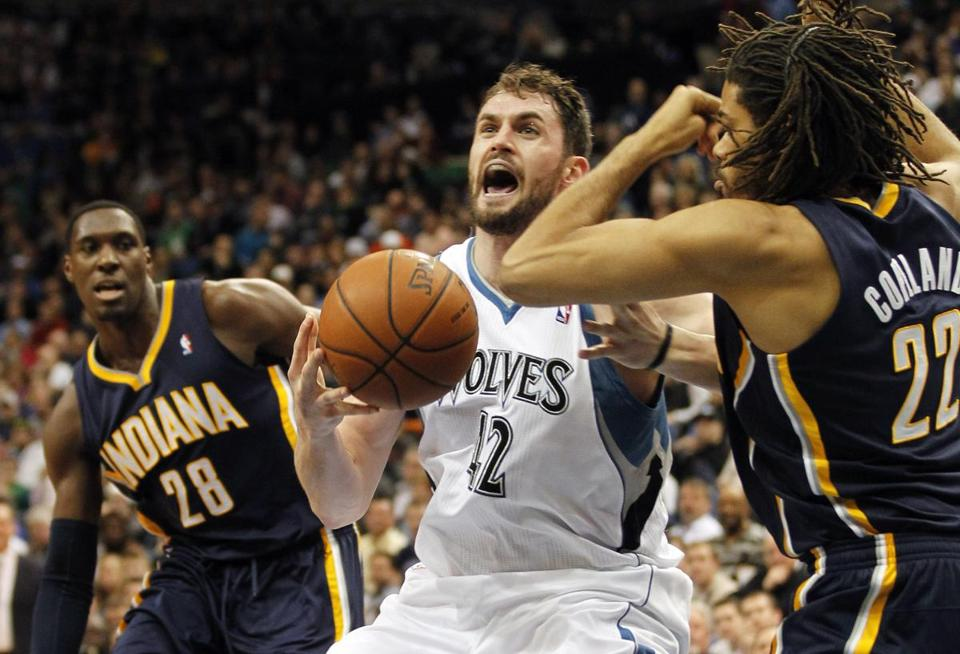 Timberwolves forward Kevin Love (42) made his way to the basket.